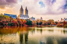A 10-piece packing guide for your fall travel to New York City. New York Outfits, City Outfits, Nyc Fall, New York City Photos, Visiting Nyc, New York City Travel, Central Park, Central City, Landscape