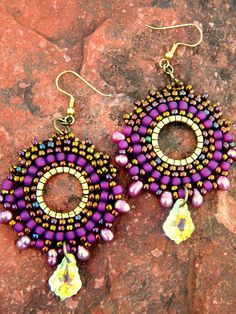 colour is great but M. Seed Bead Jewelry, Seed Bead Earrings, Beaded Earrings, Beaded Jewelry, Handmade Jewelry, Hoop Earrings, Jewellery, Diy Accessoires, Beads And Wire