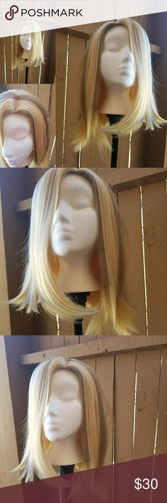 Quality Blonde Synthetic wig brand new Quality synthetic wig with combs and adjustable straps inside Accessories Hair Accessories