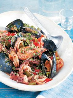 Τηγανιά θαλασσινών Greek Meze, Greek Recipes, Fish And Seafood, Japchae, Paella, I Foods, Salad Recipes, Food Processor Recipes, Food Porn