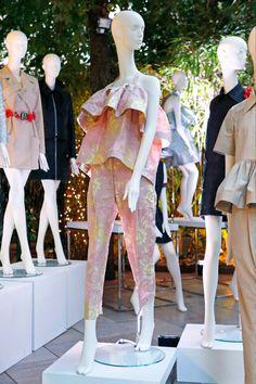 semperemannequins✨G R A C E ✨Instalación en el jardín del @hotelsantomauro Grace vestida con las piezas de @moisesnieto las prendas lucían perfectas sobre nuestra nueva colección de maniquíes femeninos. Visto en @telva  Photo de Imaxtree  #moisesnietoxsempere #fashionweek #semperemannequins #visualmerchandiser  #femalefashion #windowdresser #fashionstore #mannequins #fashionmannequins #hautecouture #mannequindesign #harmony #fashion #newcollection #retail #visual #VM #windowvisual