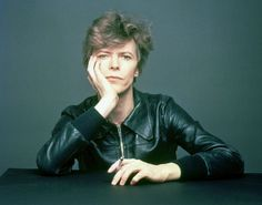 """Outtakes from Masayoshi Sukita's photo-shoot for the cover of David Bowie's """"Heroes"""", 1977 [1] #BrianEno"""