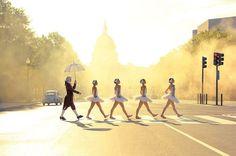 """Это серия фотографий от Design Army, сделанных для книги """"Страна чудес"""", в главной роли которых выступает вашингтонский балет TWB, а автор фото - именитый фотограф Кейд Мартин (Cade Martin)."""