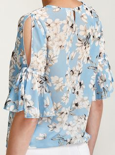 Couture Fashion, Girl Fashion, Womens Fashion, Curvy Outfits, Cool Outfits, Floral Blouse, Floral Tops, Street Chic, Refashion