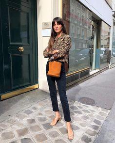 The Fashion Magpie French Girl Chic Leia Sfez 6 How to nail the look of ultra chic Parisian Leia Sfez -- street style starlet! Fashion Mode, Moda Fashion, Fashion Week, Girl Fashion, Womens Fashion, Fashion Dresses, Capsule Wardrobe, Fall Wardrobe, Wardrobe Staples