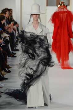 Amazing Embroidery for Spring 2017 Maison Margiela Spring 2017 Couture Collection Photos - Vogue. ART in motion Fashion Week, Fashion 2017, Fashion Art, Runway Fashion, High Fashion, Fashion Show, Fashion Design, Style Couture, Couture Fashion