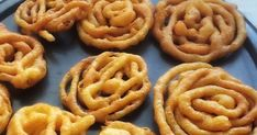 Dulce frito de origen Indio bañado en almíbar dulce Algerian Food, Algerian Recipes, Cookies, Desserts, Color, Deserts, Food Cravings, Cook, Postres
