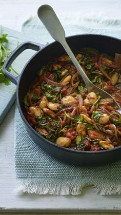 The Doctor's Kitchen, aka Dr Rupy Aujla, makes his fantastic Greek-style beans. Perfect for when you are short on time, but want a healthy, hearty meal. Veg Recipes, Kitchen Recipes, Vegetarian Recipes, Cooking Recipes, Healthy Recipes, Healthy Options, Hearty Meal, Mediterranean Recipes, Food Hacks