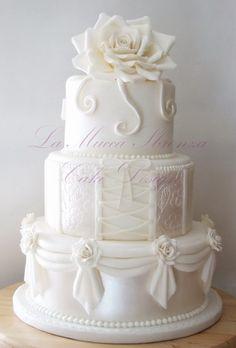"Wedding cake by Marica Coluzzi ""La mucca sbronza"" per Corso Cake Design. White Cakes, White Wedding Cakes, Beautiful Wedding Cakes, Gorgeous Cakes, Pretty Cakes, Amazing Cakes, Rose Wedding, Fondant Cakes, Cupcake Cakes"