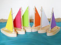 Toy Sailboat, Tub Toy, Pool Toy, Wooden Toy Sailboat, Miniature Sailboat, Sailboat Tub Toy, Sailboat Pool Toy par 2HeartsDesire sur Etsy https://www.etsy.com/fr/listing/191490135/toy-sailboat-tub-toy-pool-toy-wooden-toy