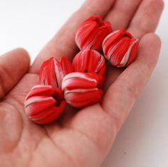 Tulip beads red and white with golden strings by ekkaBoutique