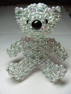 This beaded beaf is so cute! Wish I had he patience. Beaded Crafts, Beaded Ornaments, Jewelry Crafts, Jewelry Patterns, Beading Patterns, Beaded Animals, Schmuck Design, Beads And Wire, Beading Tutorials