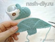 Knitting For Kids, Baby Knitting Patterns, Knitting Stitches, Knitting Projects, Sewing Patterns, Knit Baby Dress, Crochet Baby Booties, Crochet Hats, Crochet Girls Dress Pattern