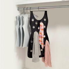 Por fín!! El vestido organizador..... pero para bufandas y pañuelos!!    Lo puedes encontrar aquí: http://www.regatron.es/regalos-originales/para-ellas/organizador-bufandas-panuelos-vestido-negro.html