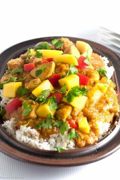 Sweet mangoes, spicy peppers and fresh lime combine to make this Slow Cooker Thai Mango Chicken a family favourite. Paleo and gluten-free. #flavourandsavour #paleo #glutenfree #crockpot #slowcooker #chicken #Thai #mango