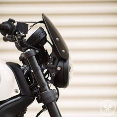 The elegant nose of a Ducati Scrambler brought to you by Motodemic and Dart. Credit: @motodemic Ducati Scrambler featuring the Midnight Tint Classic Flyscreen! SHOP LINK IN BIO