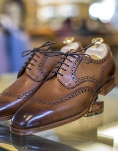 edward green - cowes in burnt pine antique Edward Green, Mode Man, Gentleman Shoes, Kicks Shoes, Fashion Shoes, Mens Fashion, Derby, Mens Attire, Reebok