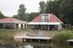 Ook voor uw vakantiewoning is de aluminium overkapping met doek de combinatie van zonwering, regenwering en dan ook nog eens windvast. www.jumbo-overkapping.nl