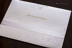 Convite de casamento clássico e elegante com lindos detalhes de acabamento. (3)