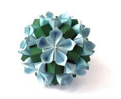 Kusudama  Flores da Amizade (Friendship Flowers) - Samuel Vinicius origamistas do Brasil _ Variação de Anastasia Niklitos,  Kemerovo, Rússia. Tem foto tutorial, que pode ver aqui: http://orig-amigo.blogspot.com/2012/01/e-falando-em-amigos.html  191020123398-3 - kopiya.jpg