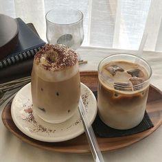 Coffee Shop Aesthetic, Aesthetic Food, But First Coffee, I Love Coffee, Brown Coffee, Bebidas Do Starbucks, Think Food, Cafe Food, Coffee Recipes