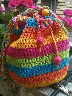 Crochet Purses Rainbow Striped Draw String Crochet Bag - If you are looking for a Crochet Tote Bag you will love our collection of fabulous free patterns. You will be spoilt for choice! Bag Crochet, Crochet Purse Patterns, Crochet Shell Stitch, Crochet Handbags, Crochet Purses, Love Crochet, Crochet Gifts, Crochet Stitches, Knitting Patterns