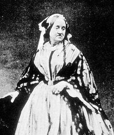 La botánica y fotógrafa Anna Atkins (1799-1871) nació un 16 de marzo.