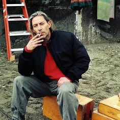 Twin Peaks (@welcometotwinpeaks) | THANK BOB IT'S FRIDAY! #TBIF Set dresser Frank Silva behind the scenes of Twin Peaks before he became Killer BOB. | Intagme - The Best Instagram Widget