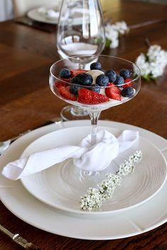 Perfect Fruit and Yogurt Parfait Fruit And Yogurt Parfait, Parfait Desserts, Easy Smoothie Recipes, Easy Smoothies, B Recipe, Scandinavian Food, Easy Snacks, Delish, Table Settings