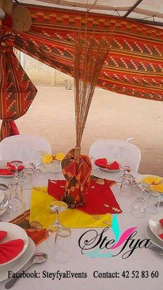 Décoration traditionnelle Traditional Wedding Decor, Family Reunion Games, Wedding Planer, African Theme, Centre Pieces, Kwanzaa, Decoration Table, Party Themes, Exotic
