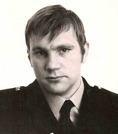 Andy Laptew was one of the police officers involved in the hunt for the 'Yorkshire Ripper,' whose trail of murder stunned the nation in the 1970s and 80s. When Andy raised his strong suspicions about Peter Sutcliffe, they were brushed aside and Andy was left humiliated. Sutcliffe went on to kill again before he was finally caught, but the repercussions left Andy shunned and depressed. Now retired and a voluntary guide at Bradford City Hall and Police Museum