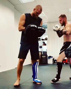 Boxing Training Workout, Mma Workout, Muay Thai Training, Mma Training, Gym Workout Videos, Muay Thai Martial Arts, Martial Arts Workout, Martial Arts Training, Mixed Martial Arts