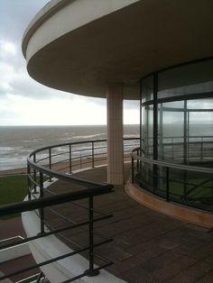 Art Deco Buildings, Surface Pattern, Gazebo, Outdoor Structures, Graphics, Architecture, House, Modernism, Arquitetura