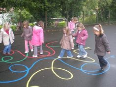 Image - Child Education - Aluno On - Einrichtungsstil Playground Painting, Playground Games, Outdoor Playground, Preschool Playground, Gross Motor Activities, Preschool Activities, Outdoor Classroom, Outdoor Learning, Summer Activities For Kids