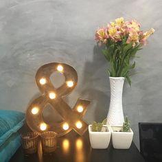 luzes ✚ velas ✚ plantas ⚌ combo perfeito para relaxar  bons sonhos! ・ ・ ・ #inspo #bulb #filament #arandela #diy #facavocemesmo #luminaria #lustre #light #pendente #pendantlight #sala #living #colorfulhome #wires #lamp #homedecor #decoration #decorationideas #decoracao #instadecor #interiors #designdeinteriores #warming #luz #hanginglamp #hygge #cozy  #abajur #nite