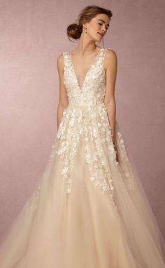 Tendencias de boda 2017: Vestidos de novia con flores 3D [FOTOS] - Flores 3D sobre vestido de novia de tul