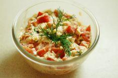 Салат из помидоров и сыра  Вам потребуется: 4 шт. помидорок 100 г твердого сыра 2-3 зубчика чеснока укроп майонез соль по вкусу