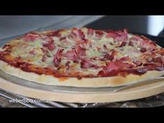 Pizzas on your Weber® Q™ - YouTube