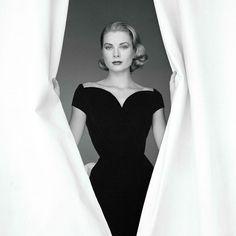 The Hollywood princess... Timeless beauty ❤️ #gracekelly . . . . . #mybinoculars #fashionblog #nostalgia #fashion #icon #fashionicon #hollywood #oldhollywood #lebanon #beirut
