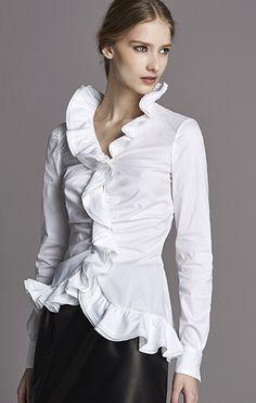 that white shirt . X ღɱɧღ Classic White Shirt, Crisp White Shirt, White Shirts, White Blouses, White Fashion, Love Fashion, Sexy Blouse, Fashion And Beauty Tips, Estilo Fashion