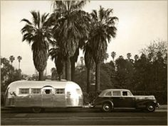 travel the country in an rv or with an old airstream trailer Airstream Vintage, Airstream Campers, Vintage Rv, Vintage Caravans, Vintage Travel Trailers, Camper Trailers, Vintage Campers, Airstream Sport, Airstream Living