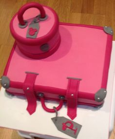 Luggage / suitcase cakes with pink details. Made for a friend ...