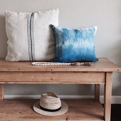 Do you love indigo as much as I do? Tara of created a list of beautiful things and shared her photos and a few instructions… Shibori, Shades Of Blue, Indigo, Projects To Try, House Design, Throw Pillows, Lovely Things, Bed, Home