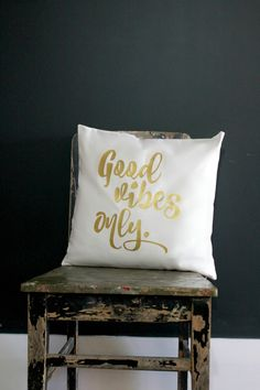 Get the Good vibes only only with this stunning gold print pillow cover.  + Sizes 40 x 40cm approx. 16 x 16, 45 x 45cm approx. 18 x 18 50 x 50cm