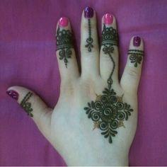 Simple henna, I love this. Mehandi Henna, Jagua Henna, Mehndi Tattoo, Henna Tattoo Designs, Mehndi Art, Henna Art, Mehndi Designs, Gold Henna, Modern Henna