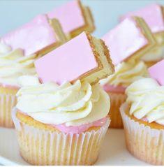 Ellouisa: Tompouce cupcakes