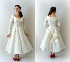 1950s Vintage Wedding Dress  50s Off White von Sweetbeefinds, $298.00