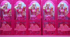 Ver o nome da Barbie envolvido com a moda não é nenhuma novidade. Mas o legal é que agora, em vez de ganhar looks grifados para edições especiais, a boneca ícone é que vai acabar vestindo a gente! Isso porque as marcas americanas Lord & Taylor, Wildfox e Forever 21 fecharam com a Mattel para …