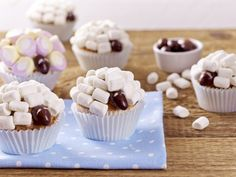 Cupcake à la Marshmallow ovečky - Recept Mini Cupcakes, Cupcake Cakes, Open Kitchen, Marshmallows, Coco, Breakfast, Desserts, Blue Band, Valentines