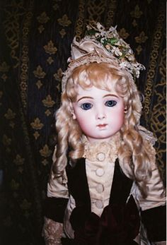 ♡Beautiful Sad/Triste/long face Antique French Bebe Jumeau doll.